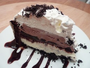 Ice-cream-and-brownies-and-cream-cake